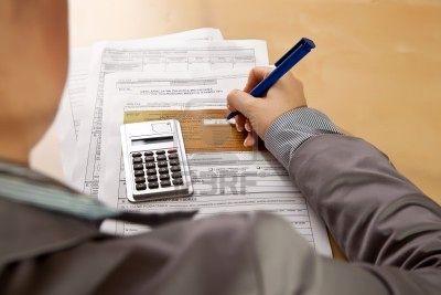 8611927-llenado-de-formularios-de-impuesto-sobre-la-rent